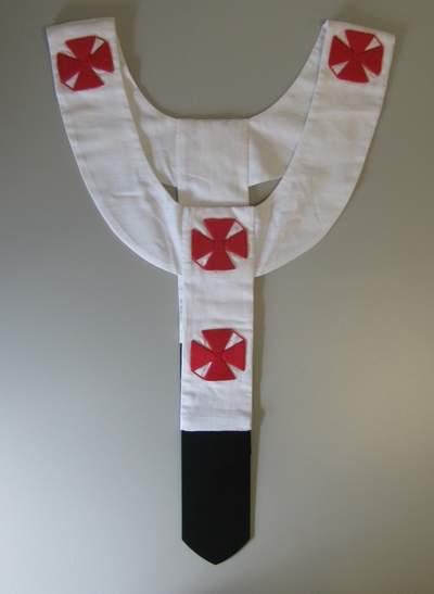 Pallium mit roten Kreuzen, wie es vom Papst getragen wird